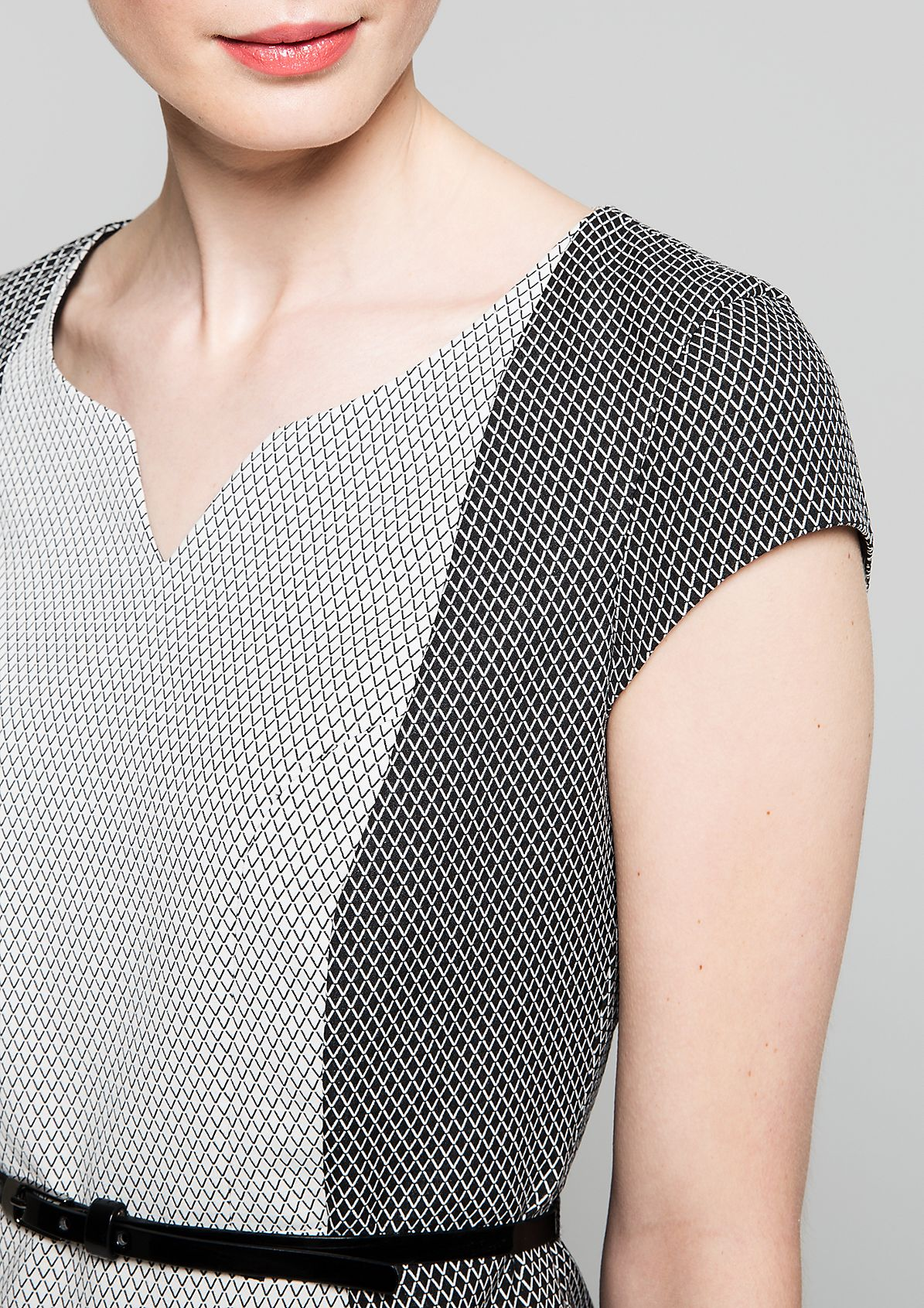 Classic shift dress with a spectacular, minimalist graphic design from s.Oliver