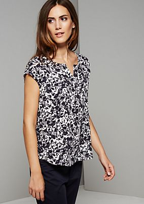 Lightweight short sleeve blouse with an extravagant all-over print from s.Oliver