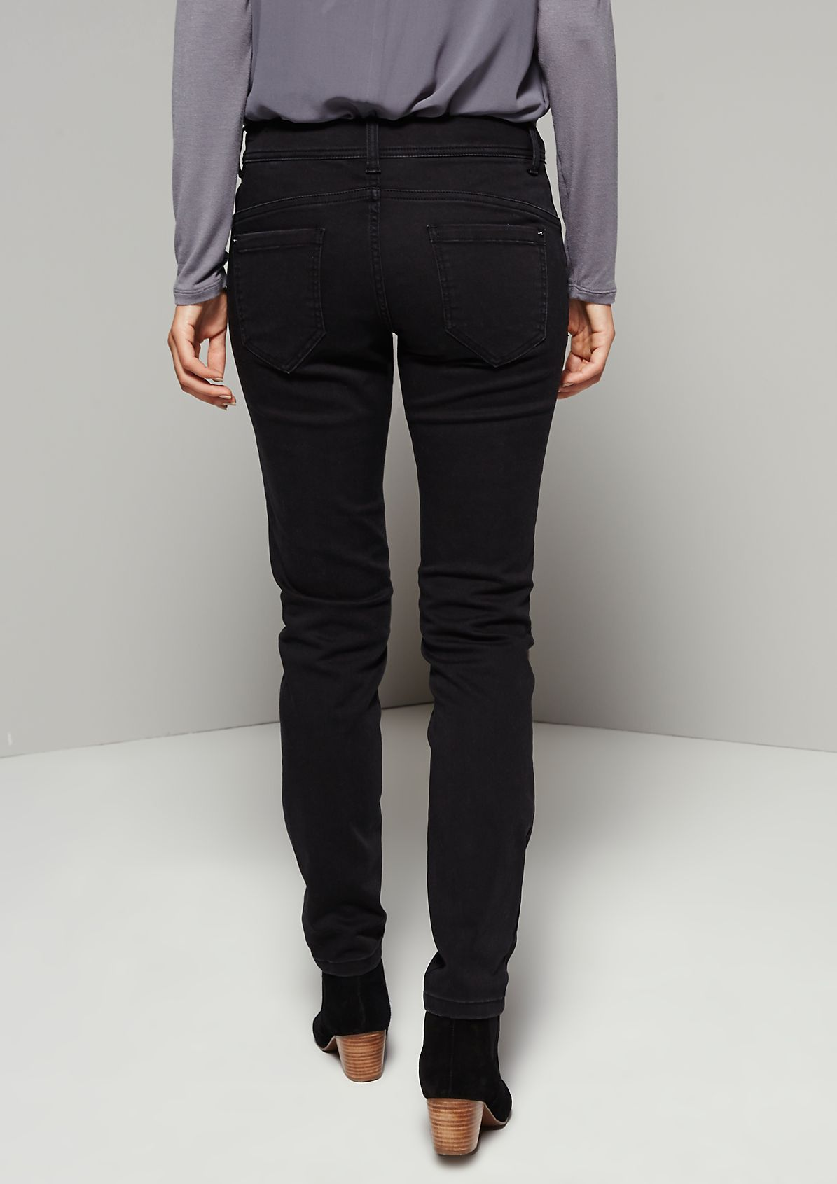 Elegant five-pocket jeans in an exciting garment wash from s.Oliver