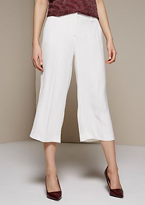 Extravagant satin trousers with a 3/4-length leg and sophisticated details from s.Oliver