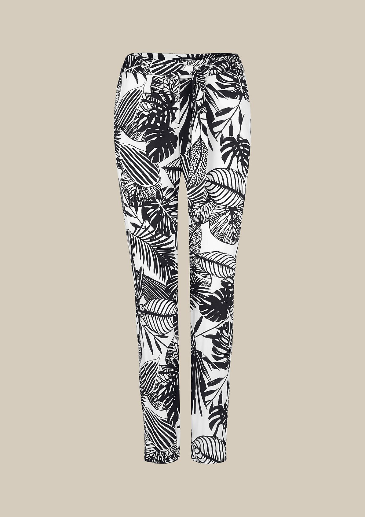 Extravagant summer trousers with an attractive all-over print from s.Oliver