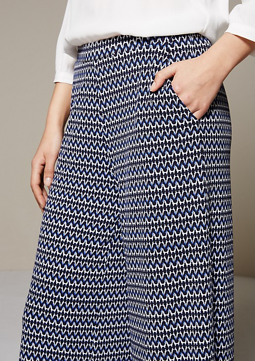 Summery jersey trousers with fine details and a 3/4-length leg from s.Oliver