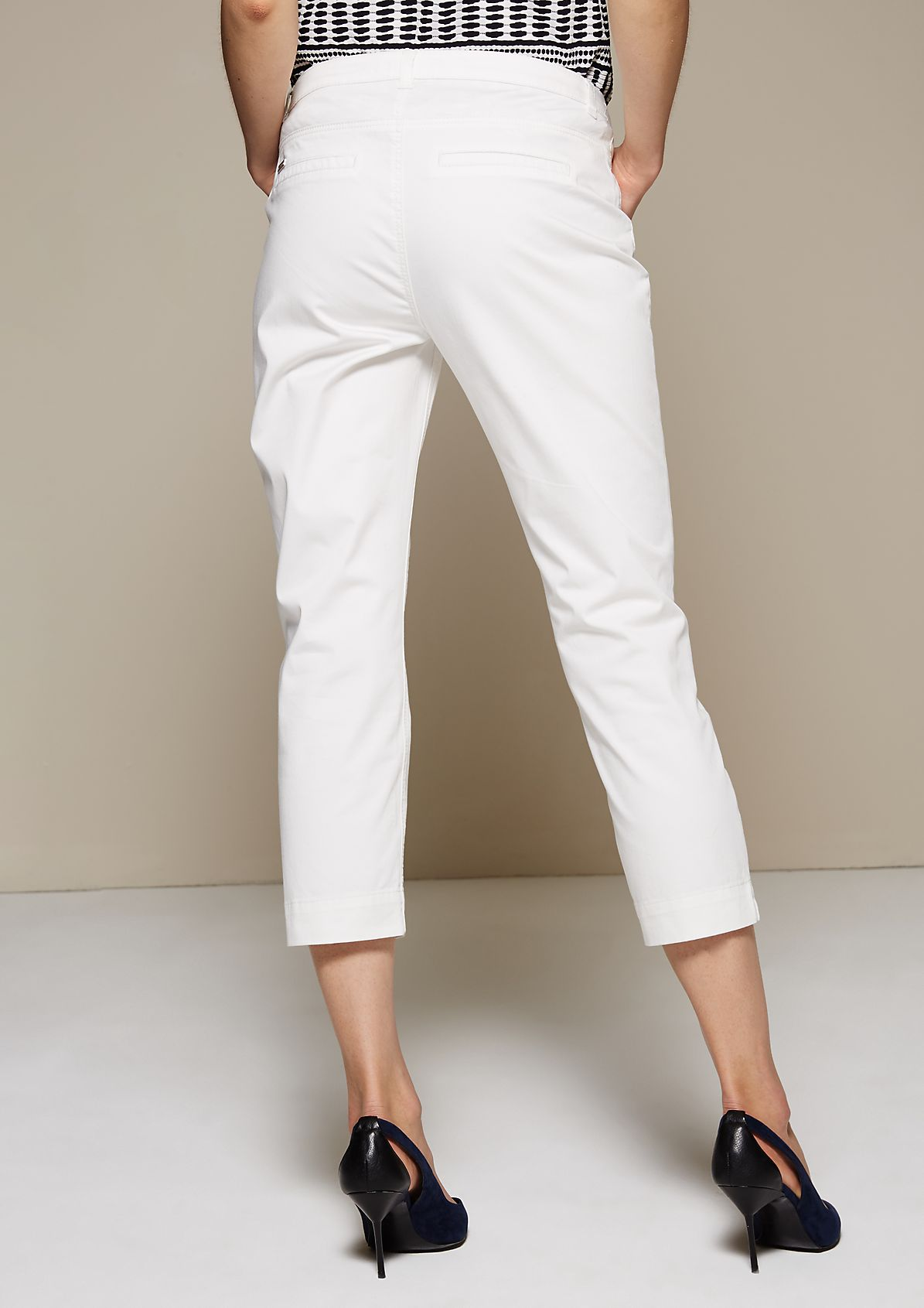Feminine satin trousers with a 7/8-length leg from s.Oliver