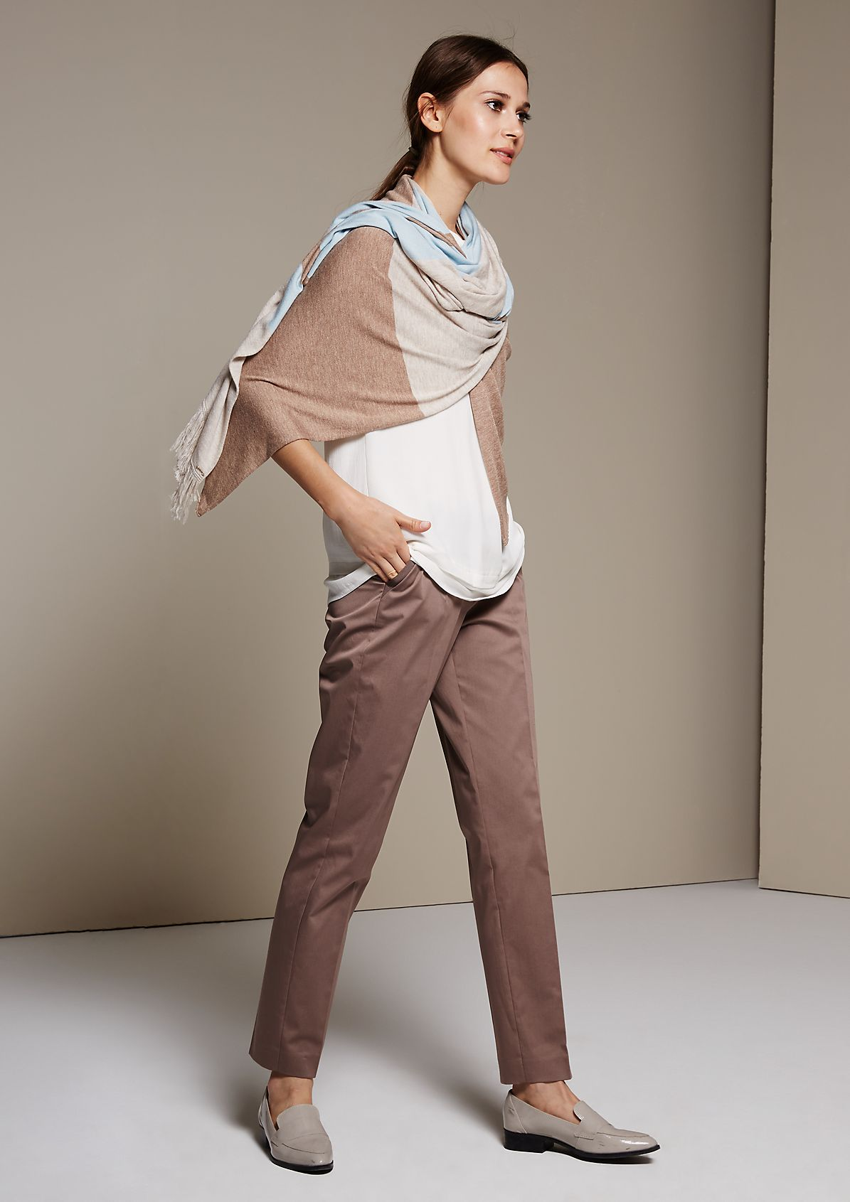 Satin trousers with a matte sheen and wonderful details from s.Oliver