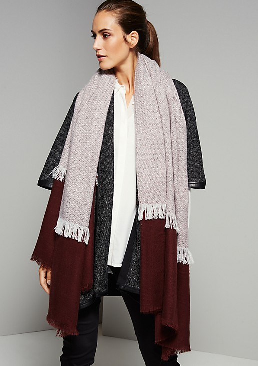 Elegant winter scarf with classic colour blocking from s.Oliver