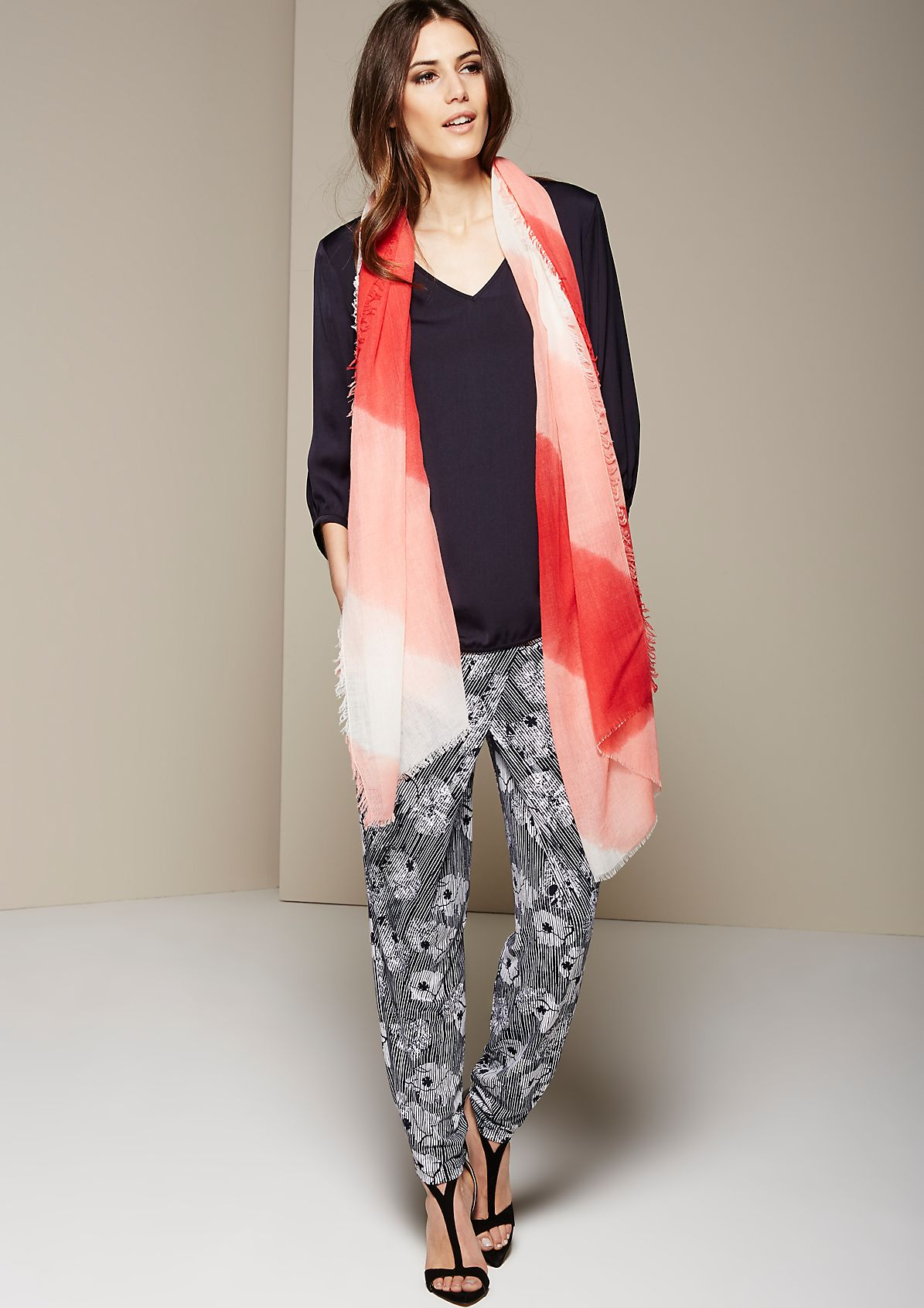 Summery scarf with a beautiful striped pattern from s.Oliver