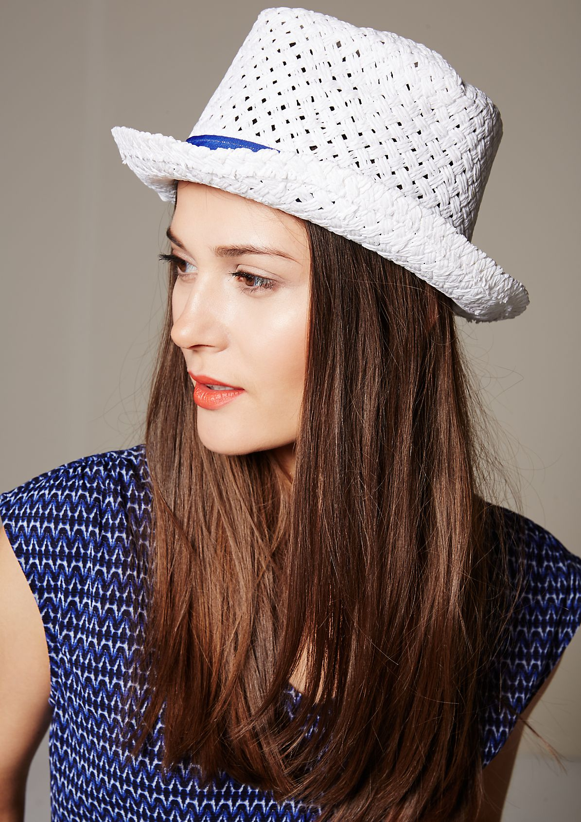 Summery straw hat with a contrasting hat band from s.Oliver