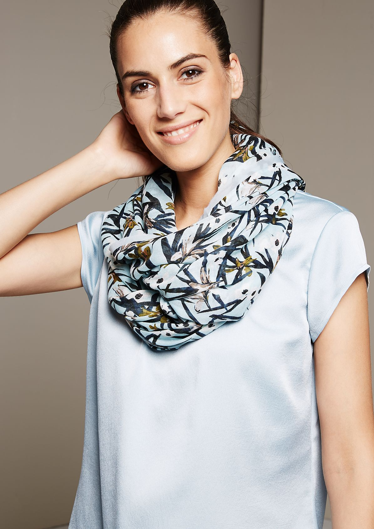 Elegant snood with a fascinating mixed pattern from s.Oliver