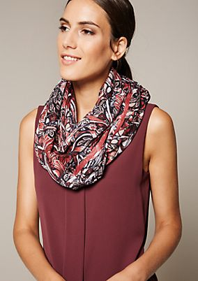 Delicate snood with a fine pattern from s.Oliver