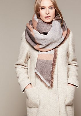 Supersoft winter scarf in an asymmetric cut from s.Oliver