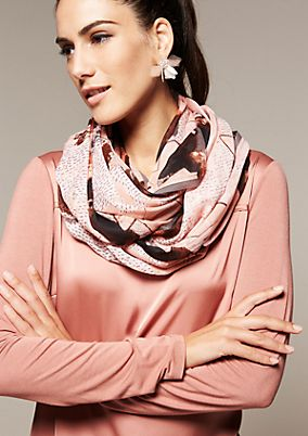 Delicate snood with an exciting all-over pattern from s.Oliver