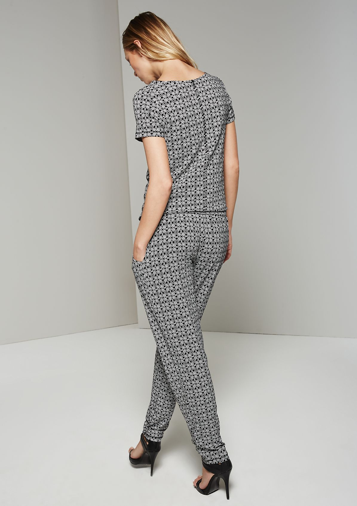 Casual short sleeve jumpsuit with a sophisticated ornamental all-over pattern from s.Oliver