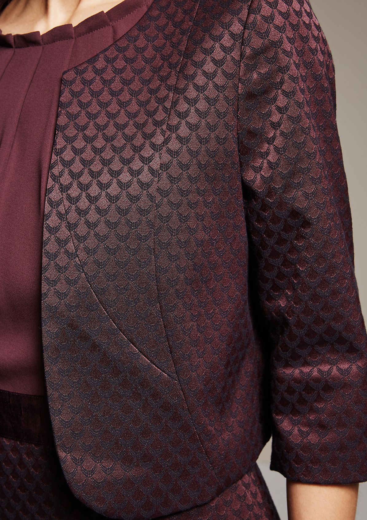 Elegant business blazer with a striking jacquard pattern from s.Oliver