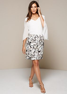 Feminine skirt with great attention to detail paid to the all-over print from s.Oliver