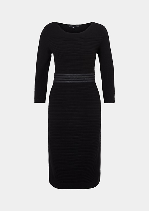 Soft evening dress with a carefully arranged ribbed pattern from s.Oliver