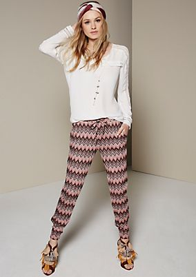 Extravagant knit trousers covered in a fine zigzag pattern from s.Oliver