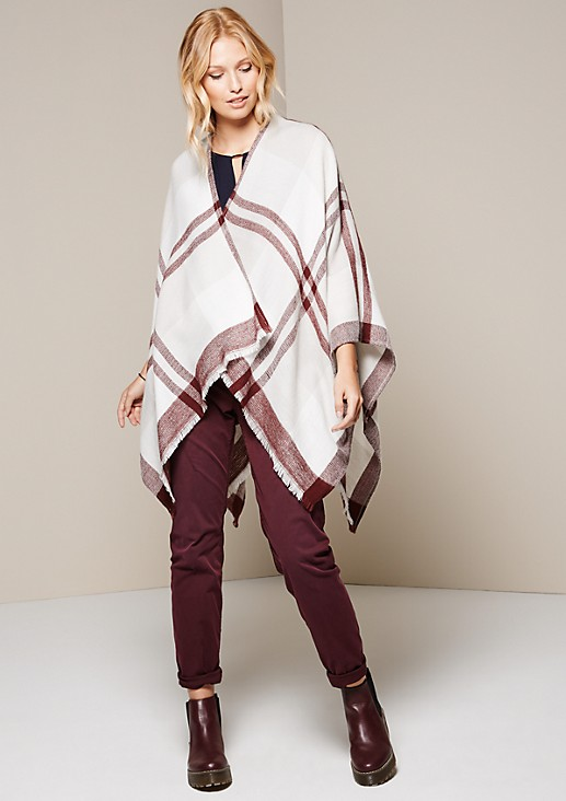 Soft knitted poncho with a beautiful pattern from s.Oliver