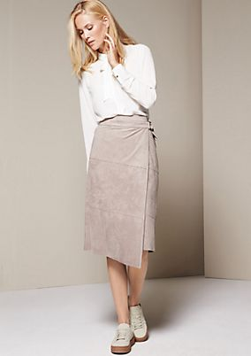 Elegant above-the-knee skirt in lightweight velour from s.Oliver