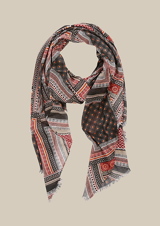 Delicate scarf with a colourful pattern from s.Oliver
