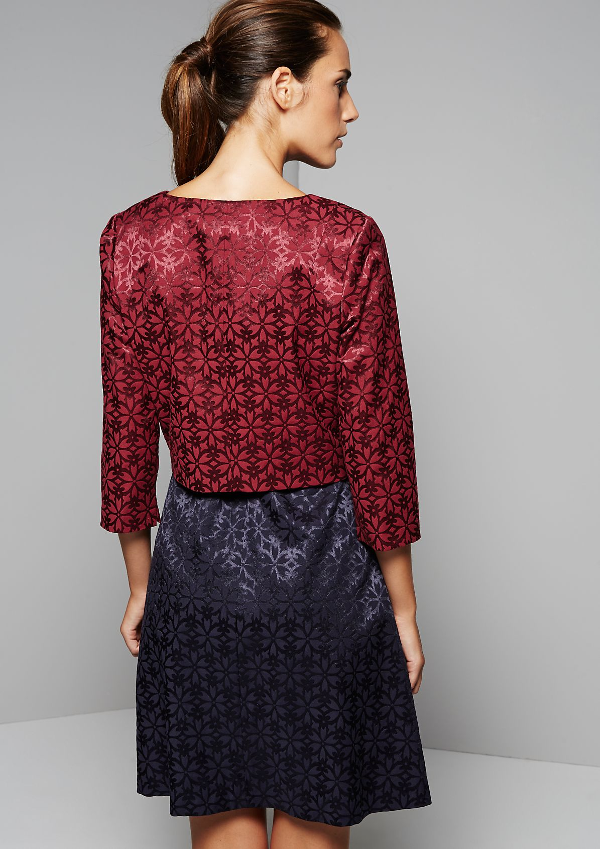 Elegant cropped blazer with a sophisticated jacquard pattern from s.Oliver