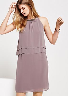 Abendkleid aus zartem Krepp mit Kettenverzierung