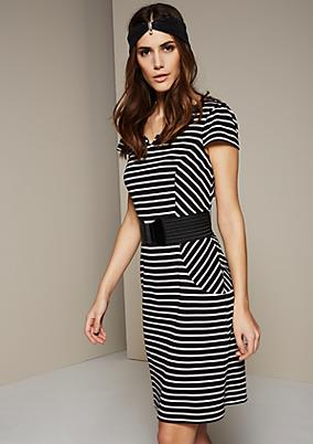 Edles Kleid im klassischen Streifenlook