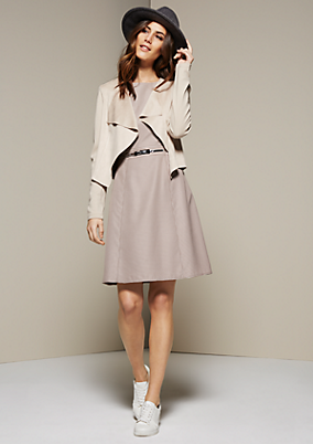 Edles Kleid mit liebevoll gestaltetem Minimal-Allovermuster