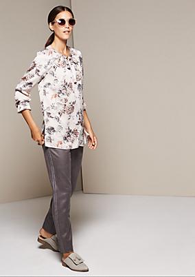 Elegante Satinbluse mit aufwendig gestaltetem Allovermuster