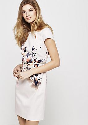 Elegantes Satinkleid mit liebevoll gestaltetem Floralprint