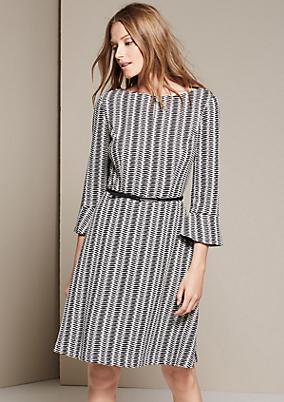 Extravagantes Kleid mit schönem Jacquardmuster