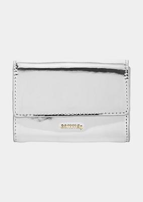 Extravagantes Portemonnaie mit silbriger Lackoberfläche