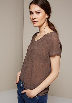 Extravagantes Strickshirt mit aufwendig gearbeiteten Detailarbeiten