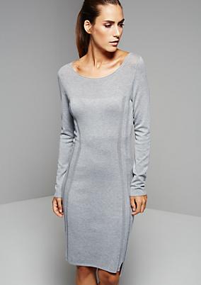 Feminines Abendkleid im tollen Musterspiel