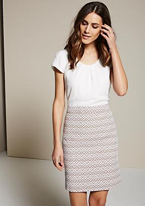Feminines Kleid mit raffiniert gestaltetem Jacquardmuster