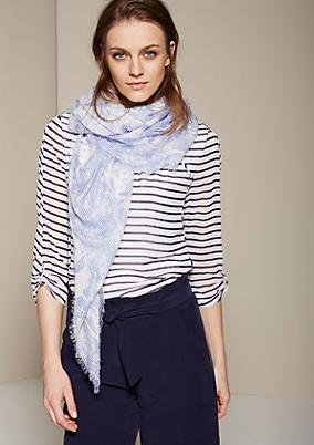 Hauchzarter Schal mit liebevoll gestaltetem Allovermuster