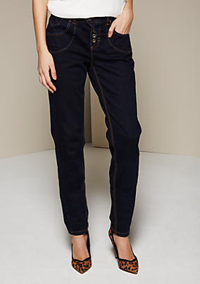 Klassische Jeans mit extravaganten Details
