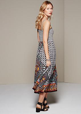 Legeres Sommerkleid mit aufregendem Allovermuster