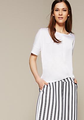 Schönes Jerseyshirt mit raffinierten Materialmix