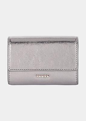 Schönes Portemonnaie mit silbrig glänzender Oberfläche