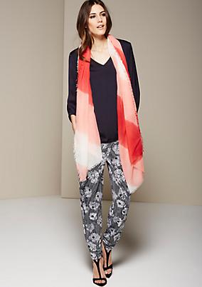 Sommerlicher Schal mit schönem Streifenmuster