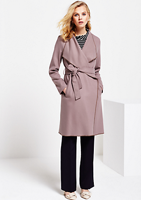 Weicher Mantel mit breitem Stoffgürtel