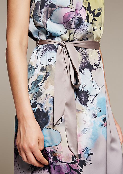 Aufregendes Satinkleid mit farbenfrohem Alloverprint