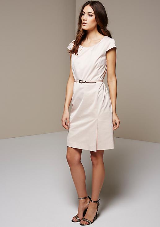 Edles Businesskleid aus matt glänzendem Satin