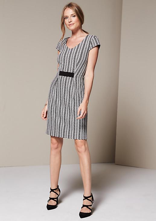 Edles Kleid mit fein gestaltetem Jacquardmuster