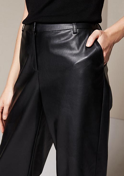 Extravagante 3/4-Bein Hose aus Fake-Leder