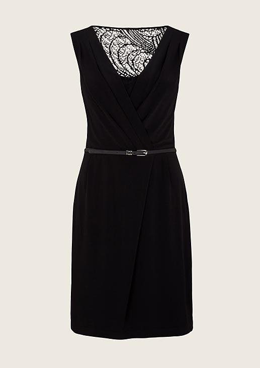 Extravagantes Abendkleid mit edlem Spitzenbesatz