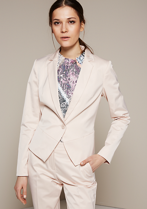 Femininer Businessblazer aus matt glänzendem Satin