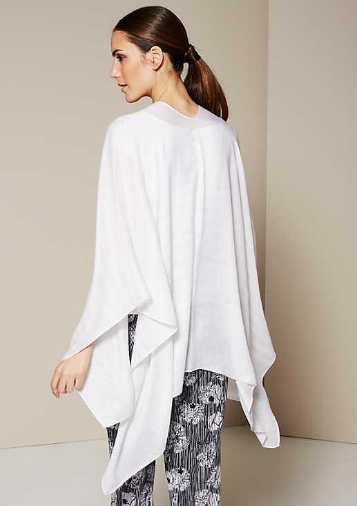 Glamouröser Poncho mit eingearbeiteten Glitzerfäden