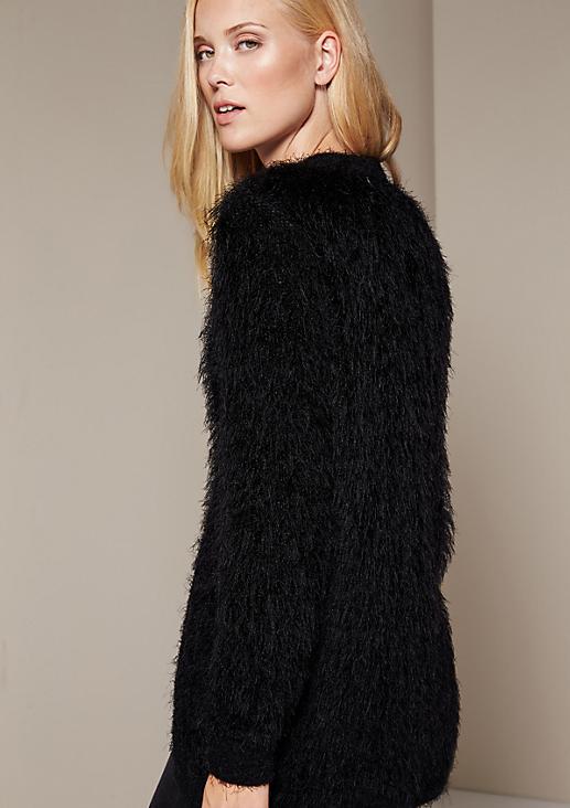Glamouröser Strickcardigan aus flauschigen Langgarnen