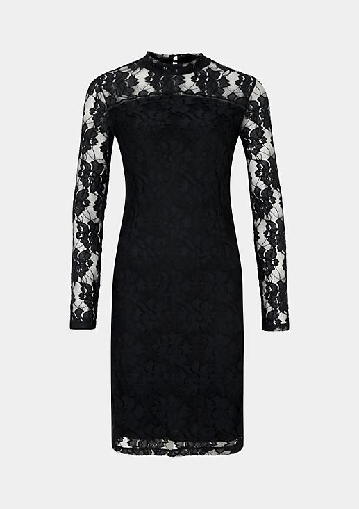 Glamouröses Abendkleid aus hauchzarter Spitze